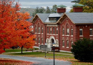 Fall foliage on the New England campus