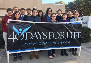 Students at 40 Days for Life 2019