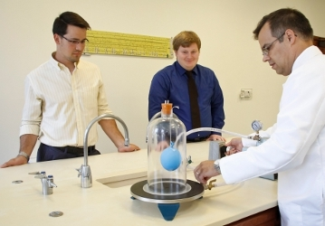 Dr. Goyette with students in Natural Science lab (2017)