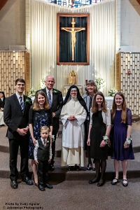 Sr. Mary Thomas, O.Praem. (Alison Bright '09) and family