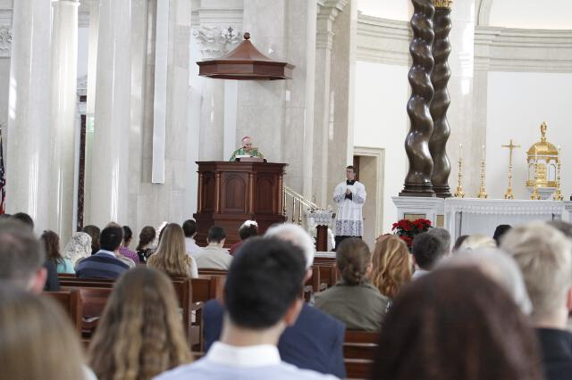 Archbishop Viganò delivers his homily.