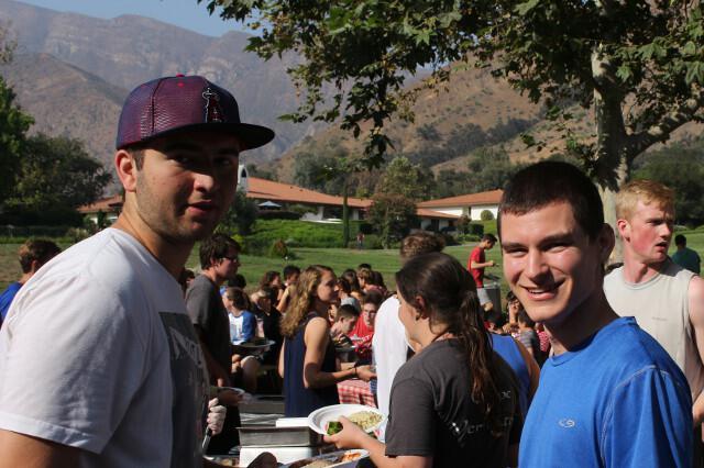 Students eat at BBQ