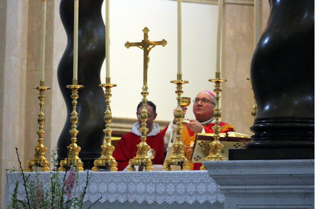 Bishop Morlino raises the chalice.