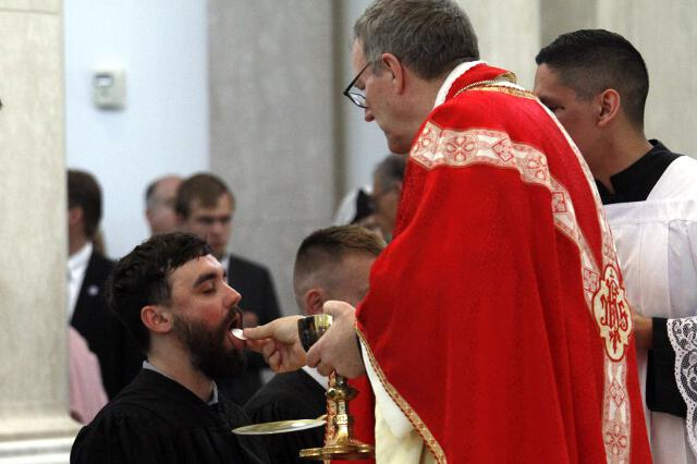Bishop Barron distributes Holy Communion.