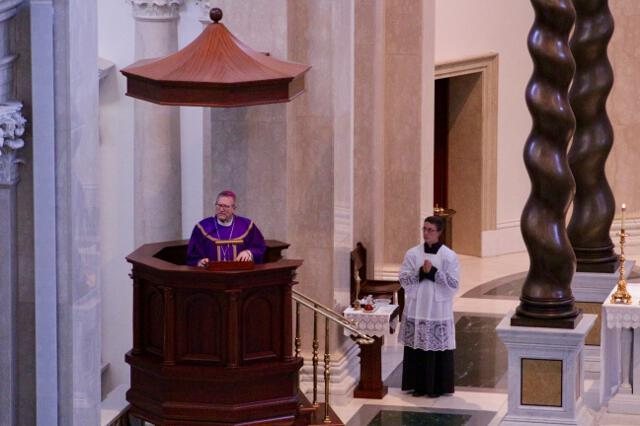 Bishop Barron delivers his homily.