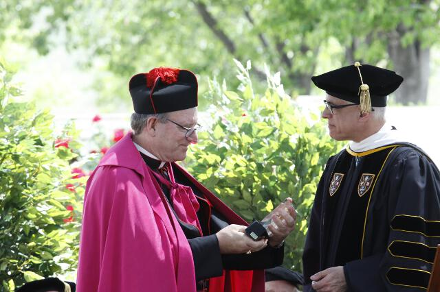 R. Scott Turicchi, Chairman of the Thomas Aquinas College Board of Governors, presents the Saint Thomas Aquinas Medallion to the Most. Rev. Robert E. Barron, Auxiliary Bishop of Los Angeles.