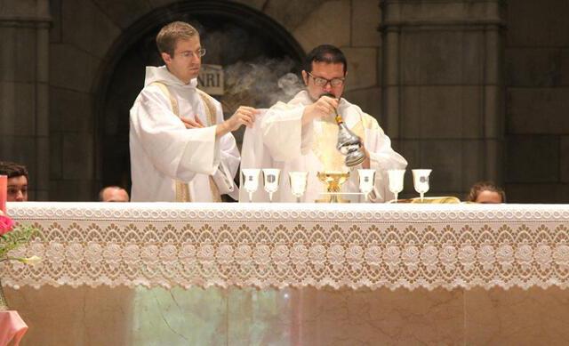 Rev. Br. Vincent Davila serving as Deacon of the Eucharist