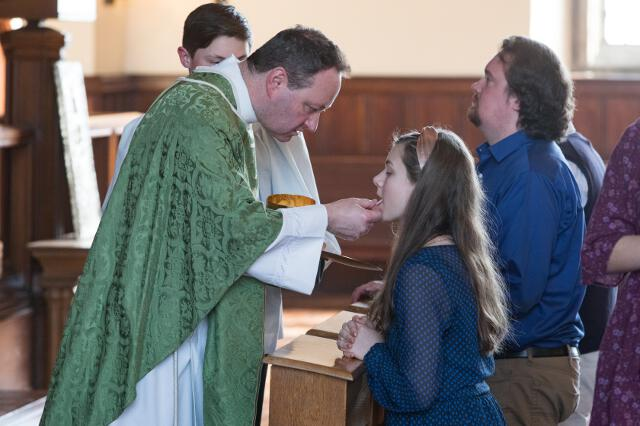 Fr. Kocik distributes Holy Communion.