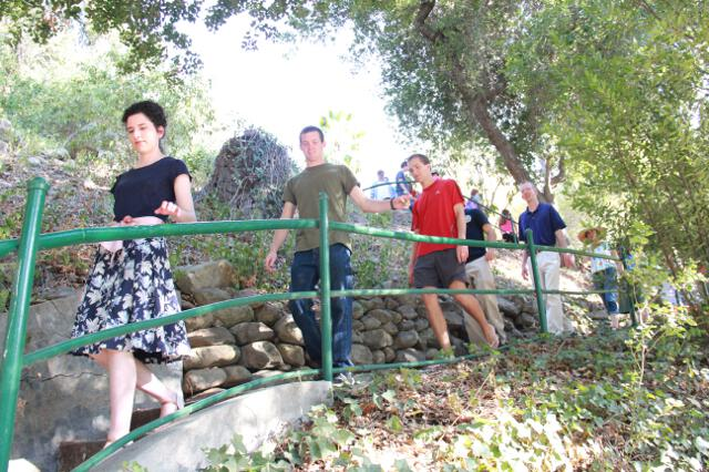 Seniors head toward the Hacienda.