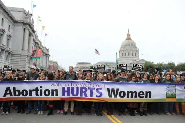 Students lead the Walk for Life 2017